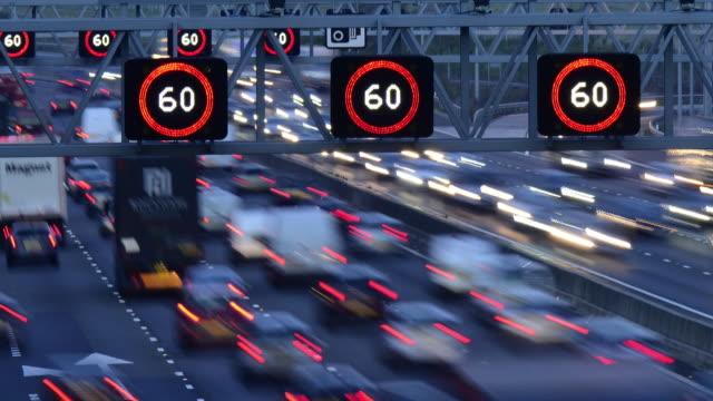 t/l m25 motorway traffic. - m25 video stock e b–roll