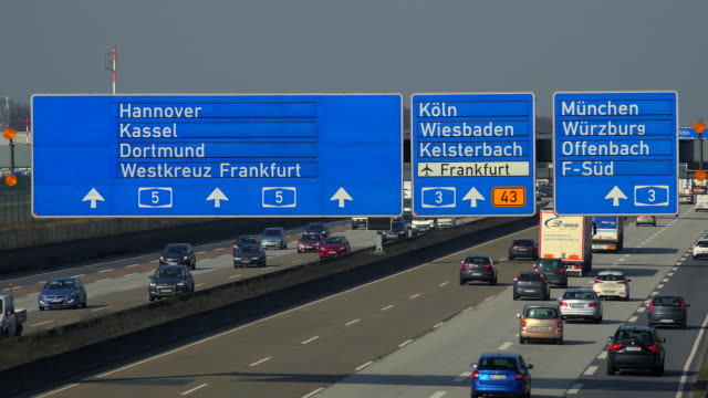 motoway a5 near frankfurter kreuz, frankfurt am main, hesse, germany - segnaletica stradale video stock e b–roll