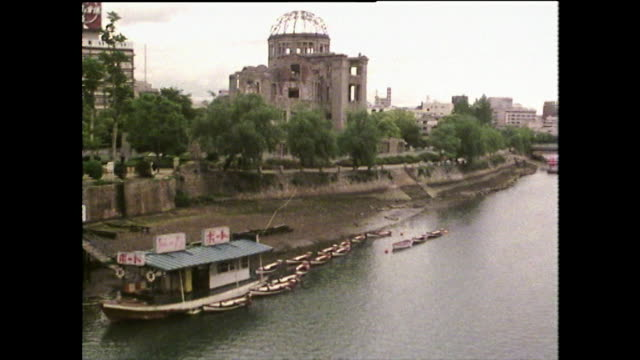 ws motoyasu river and hiroshima peace memorial; 1975 - nuclear bomb stock videos & royalty-free footage