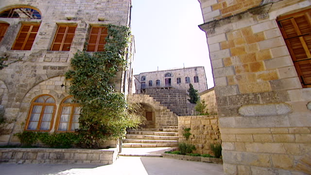 moukhtara palace. view of the traditional lebanese architecture of the palace. known locally as dar al-moukhtara it is the seat of the jumblatt... - landscaped stock videos & royalty-free footage