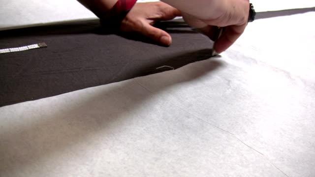 成形のファブリック - ファッションデザイナー点の映像素材/bロール