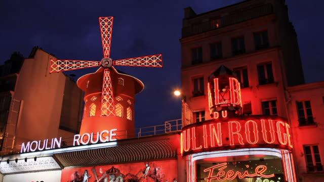 moulin rouge nightclub theatre in paris - ショータイム点の映像素材/bロール