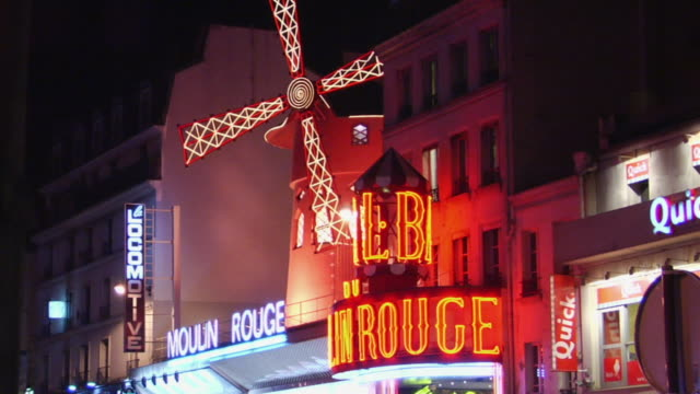 ms zo ws moulin rouge windmill illuminated at night, paris, france - cabaret stock videos & royalty-free footage