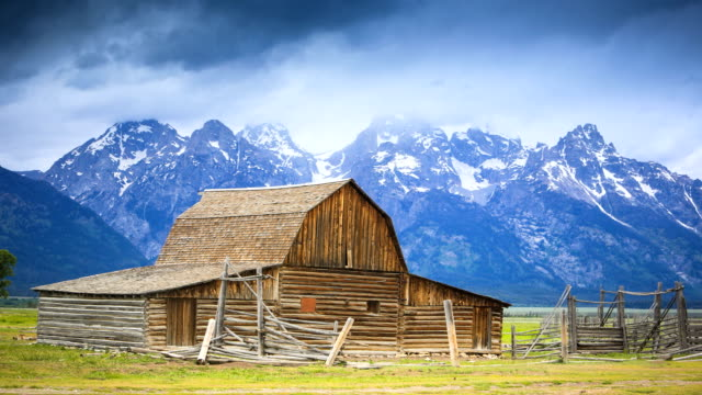 moulton barn - jackson hole stock-videos und b-roll-filmmaterial