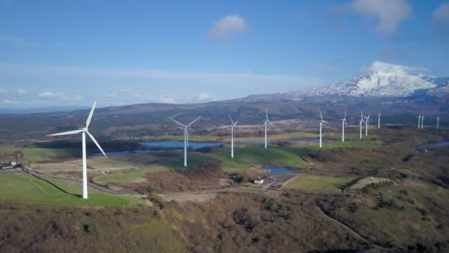 ws aerial mount chokai and wind turbines, yuza, yamagata prefecture, japan - 鳥海山点の映像素材/bロール