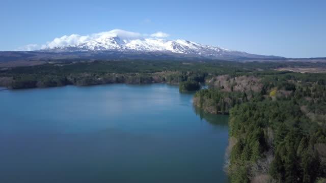 ws aerial mount chokai, lake and forest, nikaho, akita prefecture, japan - 鳥海山点の映像素材/bロール