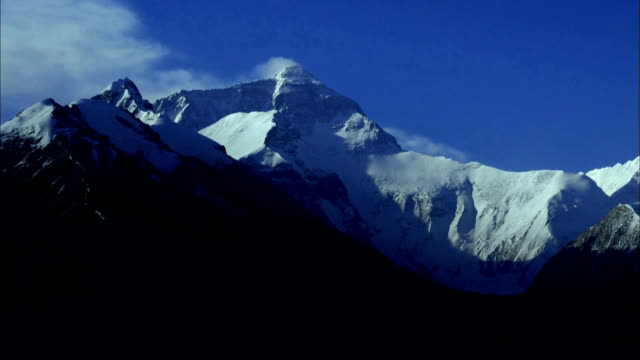 stockvideo's en b-roll-footage met mount everest view - mount everest