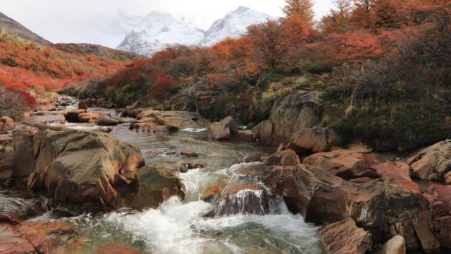 mount fitz roy at dawn. argentina, patagonia. - süden stock-videos und b-roll-filmmaterial