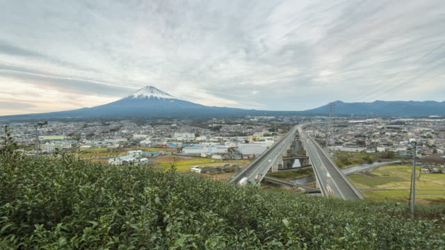富士山、お茶工場と高速道路の時間経過 - 山梨県点の映像素材/bロール