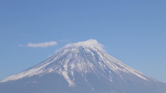 Mont Fuji avec bateau au lac Tanuki, Japon