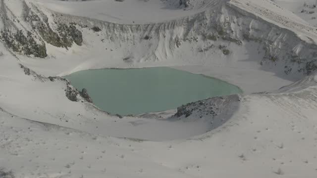 vídeos y material grabado en eventos de stock de aerial, mount kusatsu-shirane, gunma, japan - parque nacional crater lake