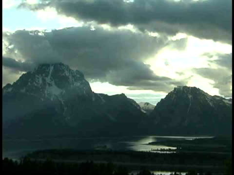 stockvideo's en b-roll-footage met ws, mount moran and jackson lake, grand teton national park, wyoming, usa - mount moran
