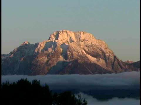 ms, mount moran, grand teton national park, wyoming, usa - grand teton stock-videos und b-roll-filmmaterial