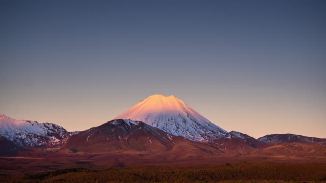 mount ngauruhoe day to night time lapse - tongariro national park stock videos & royalty-free footage