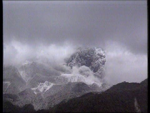 airv explosive smoke from mt pinatubo zoom in - luzon stock videos & royalty-free footage