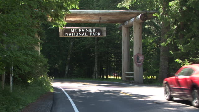 ms, mount rainier national park entrance sign, washington, usa - mt rainier national park stock videos & royalty-free footage