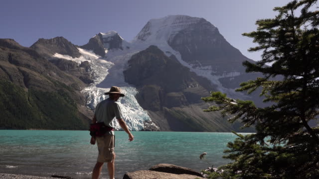 Mount Robson Provincial Park hiking visitor Berg Lake Glacier British Columbia Canada