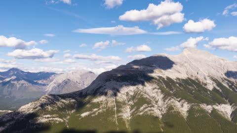mount rundle - banff nationalpark stock-videos und b-roll-filmmaterial
