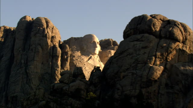 mount rushmore in early morning  - aerial view - south dakota, pennington county, united states - mt rushmore national monument stock videos and b-roll footage
