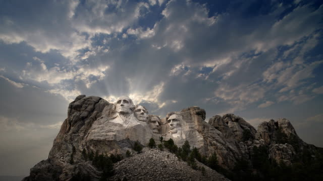 mount rushmore national memorial at sunset, south dakota - mt rushmore national monument stock videos and b-roll footage