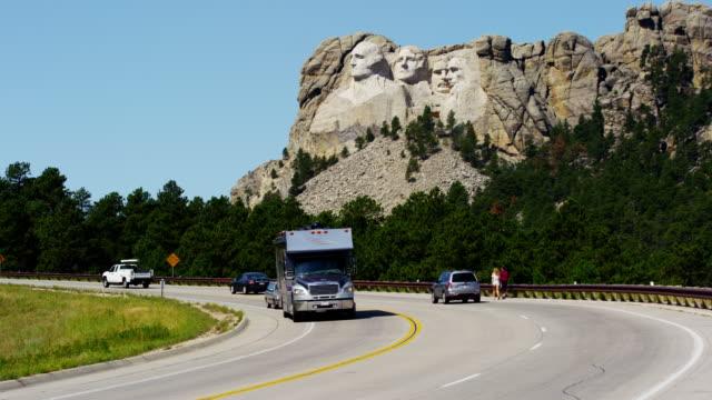 vidéos et rushes de mount rushmore national memorial sculptured in granite usa - monument national du mont rushmore