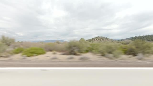 vídeos de stock e filmes b-roll de mount shasta xvii synced series left view driving process plate - abeto