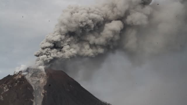 mount sinabung volcano an eruption in north sumatra - natural disaster stock videos & royalty-free footage