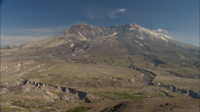 ws, mount st helens national volcanic monument, washington, usa - weitwinkelaufnahme stock-videos und b-roll-filmmaterial