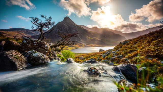 mount tryfan at llyn ogwen in snowdonia national park - time lapse - snowdonia stock videos & royalty-free footage