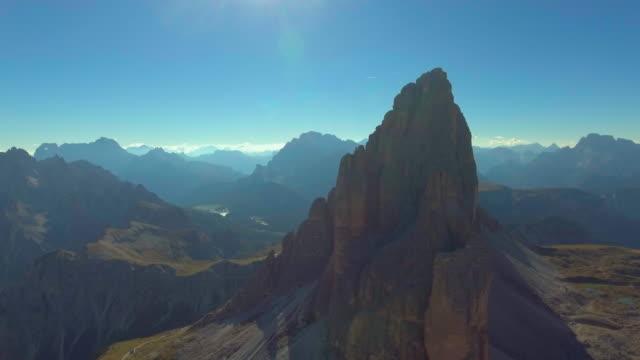 stockvideo's en b-roll-footage met berg - luchtfoto - steppe