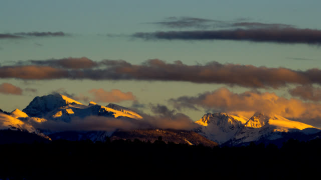 mountain alpenglow sunset time lapse - colorado stock videos & royalty-free footage