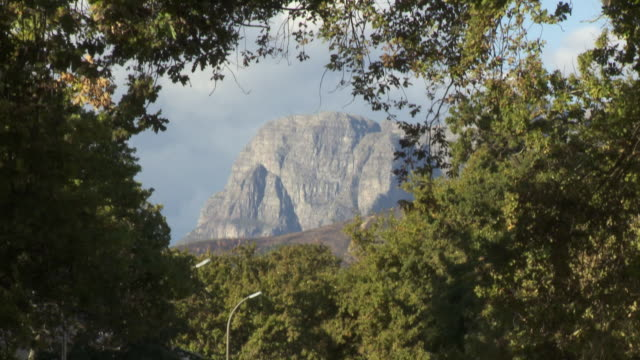 ws td mountain and dorp street traffic, stellenbosch, franschhoek, western cape, south africa - franschhoek stock videos and b-roll footage