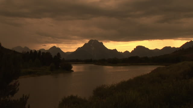 ws, zi, mountain and snake river at sunset, grand teton national park, wyoming, usa - snake river stock videos & royalty-free footage