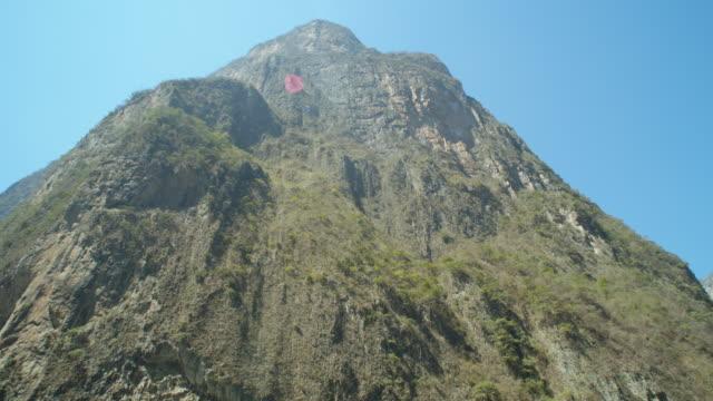 stockvideo's en b-roll-footage met mountain at sumidero canyon tilt up and tilt down camera movement - verwonderingsdrang