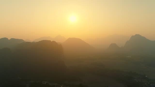 mountain at the village of vang vieng on laos. sunset landscape - 長さ点の映像素材/bロール