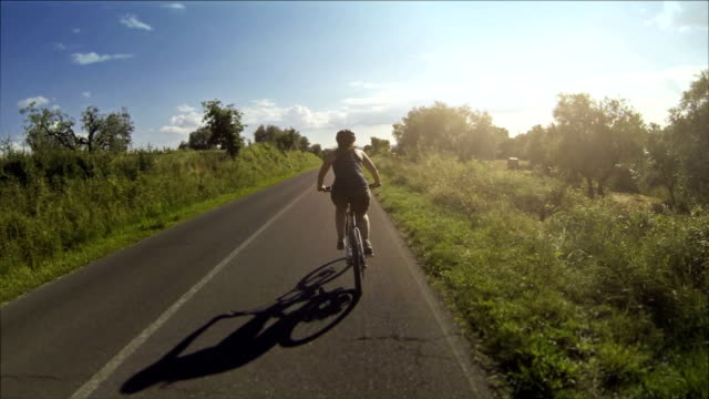 Mountain bicicletta video: Su una strada in Toscana