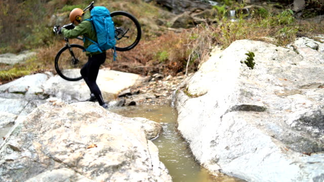 mountain biker ascends rock cliff - mountain bike stock videos and b-roll footage
