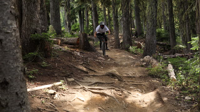 mountain biker descends rugged slope at high speed - mountain biking stock videos & royalty-free footage