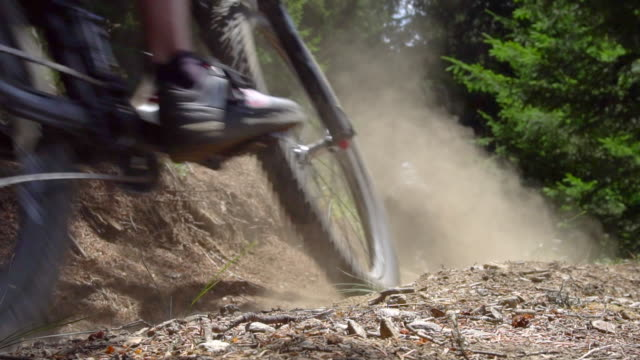 a mountain biker rides on a singletrack trail. - mountain bike stock videos and b-roll footage