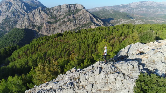 mountain biker standing on a rocky hillside - mountain bike stock videos & royalty-free footage