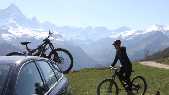 mountain bikers hoist bikes onto car rack, end of day - rack stock videos & royalty-free footage