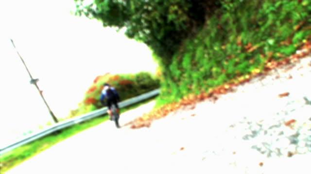 hd: mountainbiker - digitale verbesserung stock-videos und b-roll-filmmaterial