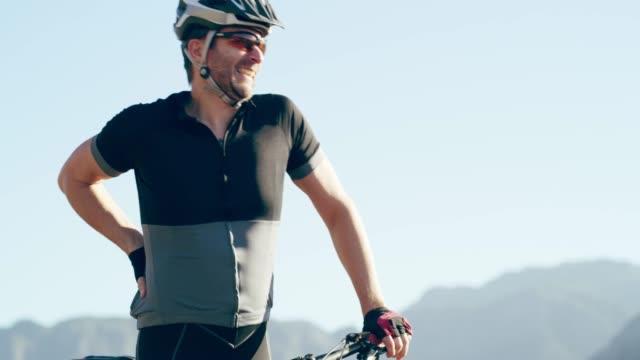 vidéos et rushes de le vtt est son passe-temps favori - mountain bike