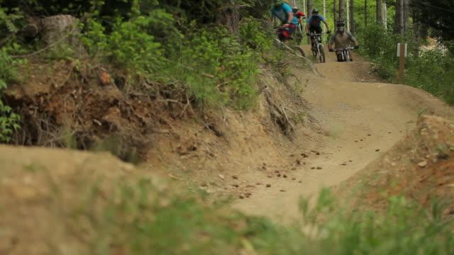 mountain biking - footpath点の映像素材/bロール