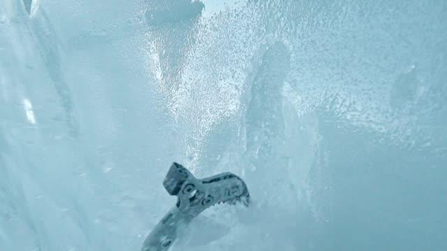 vídeos y material grabado en eventos de stock de subida de montaña con hacha de pico - extreme close up