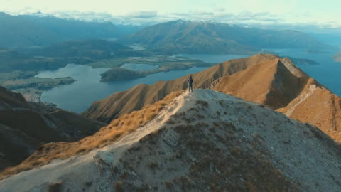 bergsteiger in wanaka - horizontal stock-videos und b-roll-filmmaterial