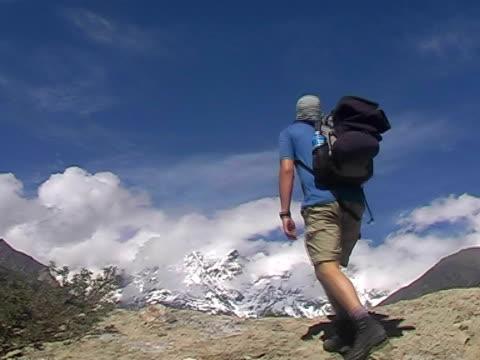 bergsteigen  - naturwunder stock-videos und b-roll-filmmaterial