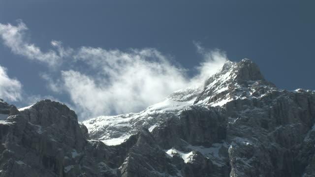 HD-ZEITRAFFER: Berg Wolken