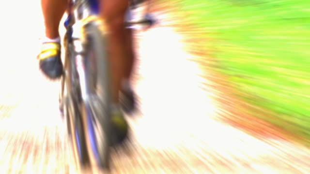 hd-slow-motion: mountain-radfahren - spezialeffekt stock-videos und b-roll-filmmaterial