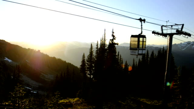 stockvideo's en b-roll-footage met mountain gondola - kabelwagen